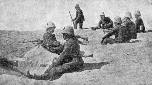 armáda, vojaci sedia a majú veget